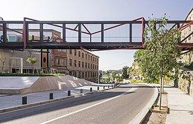 哥特风+工业风--圣伊格纳西路上的人行天桥