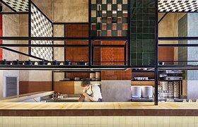 西班牙狭长的餐厅