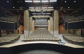 比利时谷仓改建的剧院