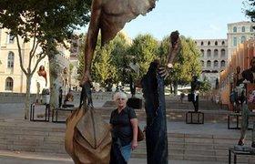 马赛街头镂空身躯的雕塑艺术