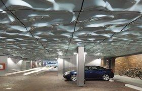 加入水一样的雕塑到天花板的泊车位